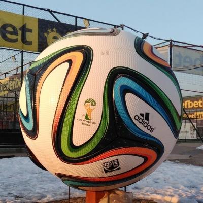 Странна зима, турнир според традициите