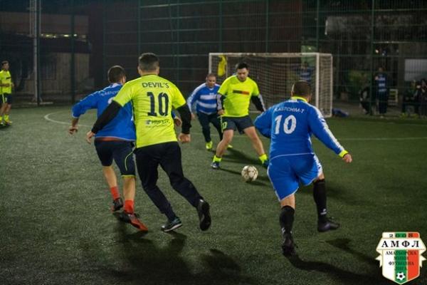 Дербито за 3-тото място в Лига 2 между Деспасито (Варна) и Пластхим (Аксаково) е гвоздея на вечерта